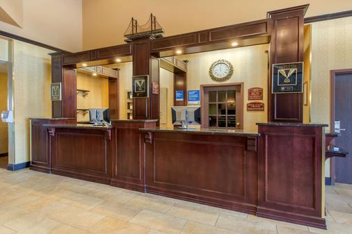 圣尼古拉斯凯富套房酒店 - 莱维斯 - 柜台