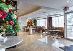 蒙特卡洛机场套房酒店 - 米西索加 - 大厅