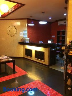 达尔西内亚套房酒店 - 拉普拉普市 - 柜台