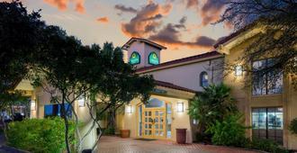 拉金塔圣安东尼奥I-35瑞特曼道酒店 - 圣安东尼奥 - 建筑