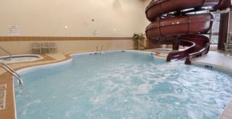 马尔堡酒店 - 温尼伯 - 游泳池