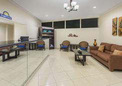 棕榈泉戴斯酒店 - 棕榈泉 - 大厅