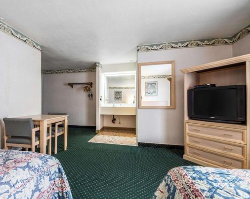 蒙特利罗德威旅馆 - 蒙特雷 - 睡房