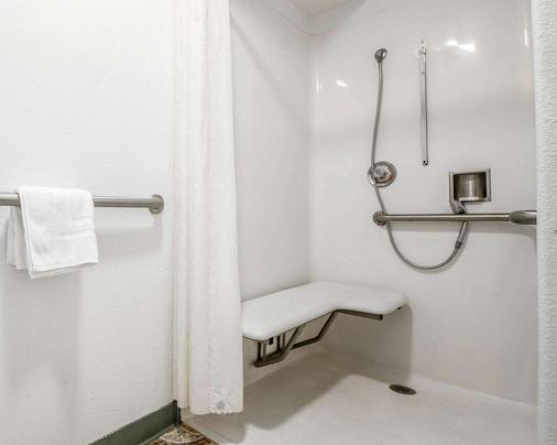 蒙特利罗德威旅馆 - 蒙特雷 - 浴室