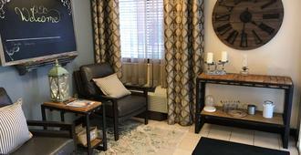 夏洛特大学索内斯塔简单套房酒店 - 夏洛特 - 客厅