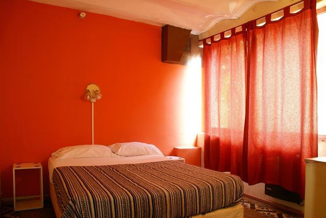 拉卡索娜德道杰米2号HI套房旅舍 - 罗萨里奥 - 睡房