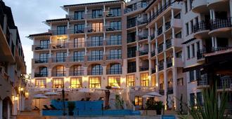 悬崖海滩水疗度假酒店 - 内塞巴尔 - 建筑