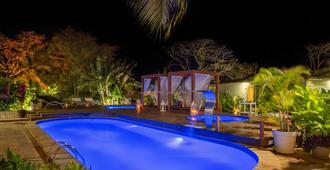 海豚酒店 - 费尔南多·迪诺罗尼亚群岛 - 游泳池
