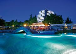 瓦拉马尔黛尔曼特酒店 - 波雷奇 - 游泳池