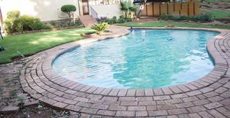 枫叶旅馆 - 比勒陀利亚 - 游泳池