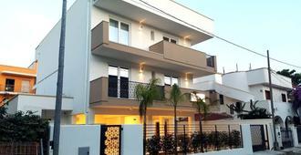 里瓦 33 号酒店 - 切萨雷奥港 - 建筑