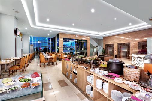 巴刹巴鲁瑷玛最爱酒店 - 雅加达 - 自助餐