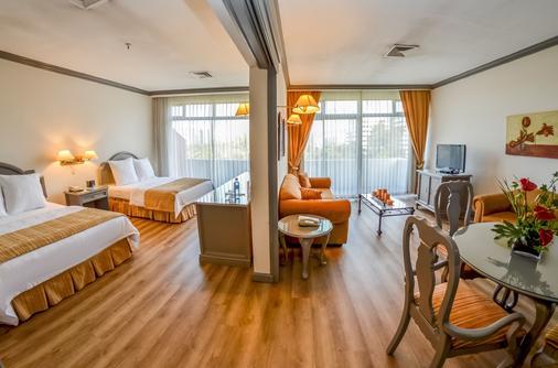 桑坦德广场酒店 - 危地马拉 - 睡房