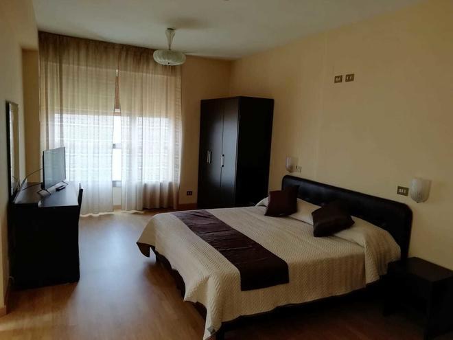 大月公园酒店 - 塔兰托 - 睡房