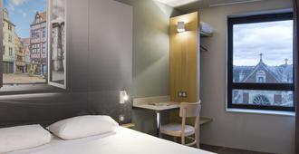 鲁昂中央圣瑟韦民宿酒店 - 鲁昂 - 睡房