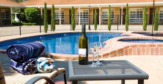 欧文斯谷汽车旅馆 - 布赖特 - 游泳池