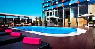 水门夜光酒店 - 曼谷 - 游泳池