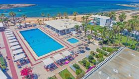 多姆海滩度假酒店 - 圣纳帕 - 游泳池