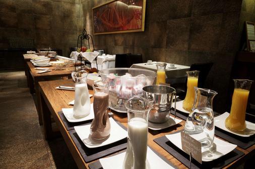 科斯淘斯特雷莱丝酒店 - 纳塔列斯港 - 自助餐