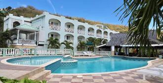 卡里纳古海滩度假村 - St. George's - 游泳池