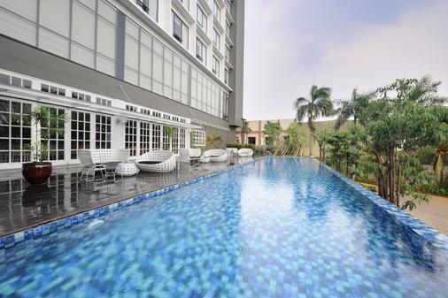 维兰达巴库布沃诺酒店-日本布里斯港湾酒店集团 - 南雅加达 - 游泳池