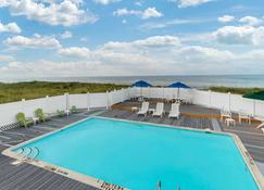 卡罗来纳海滨品质酒店 - 斩魔山 - 游泳池