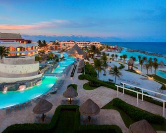 Hard Rock Hotel Riviera Maya度假酒店- - 阿文图拉斯港 - 游泳池