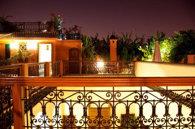 厄尔帕夏三棕榈摩洛哥传统庭院住宅酒店 - 马拉喀什 - 阳台