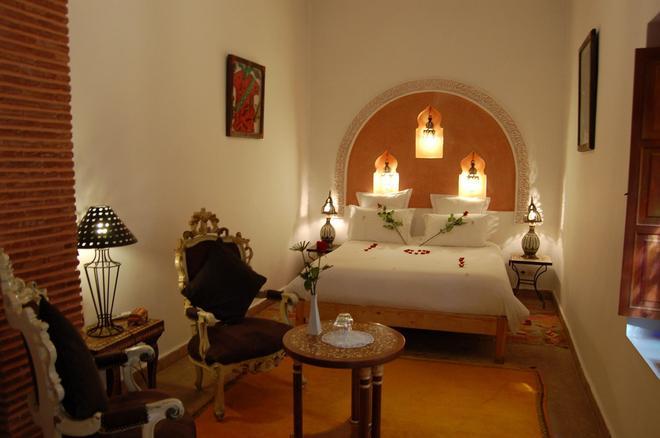 厄尔帕夏三棕榈摩洛哥传统庭院住宅酒店 - 马拉喀什 - 睡房