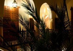 厄尔帕夏三棕榈摩洛哥传统庭院住宅酒店 - 马拉喀什 - 户外景观