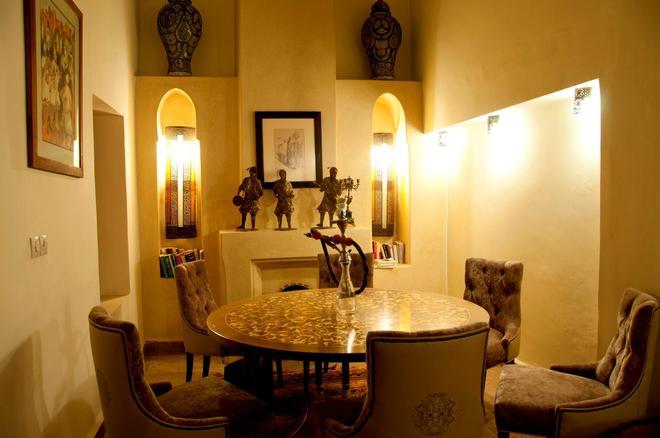 厄尔帕夏三棕榈摩洛哥传统庭院住宅酒店 - 马拉喀什 - 餐厅