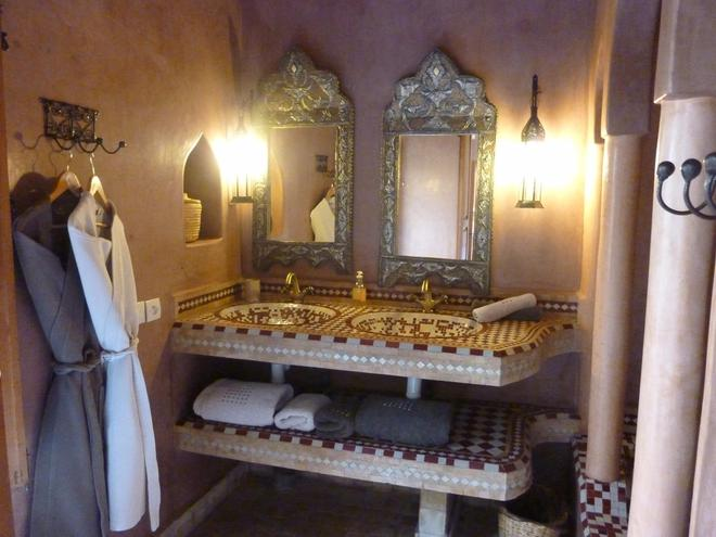 厄尔帕夏三棕榈摩洛哥传统庭院住宅酒店 - 马拉喀什 - 浴室