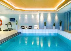 卡托维兹中枢诺富特酒店 - 卡托维兹 - 游泳池