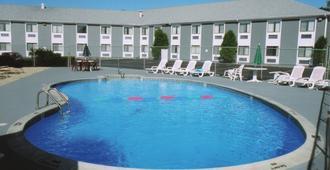 使馆旅馆&套房酒店 - 南雅茅斯 - 游泳池