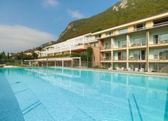 科卡皇家泰式温泉酒店 - 萨尼科 - 游泳池