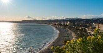 普瑞米尔尼斯普罗梅娜德昂格莱经典酒店 - 尼斯 - 海滩