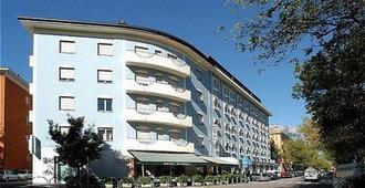 珠峰酒店 - 特伦托 - 建筑