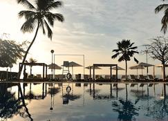 达喀尔蒂亨伽铂尔曼酒店&度假村 - 达喀尔 - 游泳池