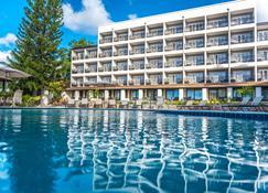 贝尔乔成人酒店 - 卡斯特里 - 游泳池