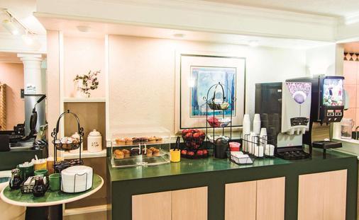 印第安纳波利斯机场莱胡斯特温德姆拉昆塔酒店 - 印第安纳波利斯 - 自助餐