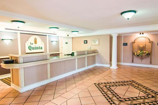 印第安纳波利斯机场莱胡斯特温德姆拉昆塔酒店 - 印第安纳波利斯 - 柜台