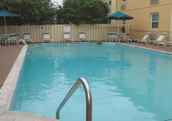 印第安纳波利斯机场莱胡斯特温德姆拉昆塔酒店 - 印第安纳波利斯 - 游泳池