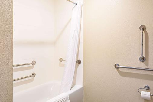 尼亚加拉瀑布康福特茵酒店 - 尼亚加拉瀑布 - 浴室