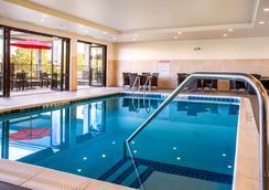 尼亚加拉瀑布康福特茵酒店 - 尼亚加拉瀑布 - 游泳池