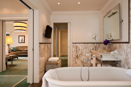 里雅斯特萨瓦尔星际酒店 - 的里雅斯特 - 浴室