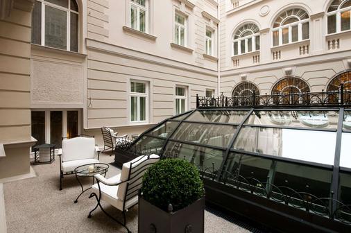 里雅斯特萨瓦尔星际酒店 - 的里雅斯特 - 阳台