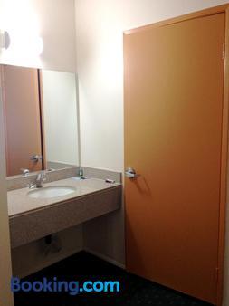 圣地亚哥州立大学区哈维汽车旅馆 - 圣地亚哥 - 浴室