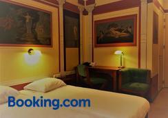 瓦尔卡德勇气酒店 - 奈梅亨 - 睡房