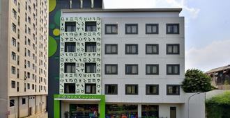 佐迪亚克 MT 海瑞诺 - 克鲁姆饭店 - 东雅加达 - 建筑