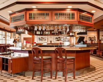 欧弗兰帕克西区假日套房酒店 - 欧弗兰帕克 - 酒吧